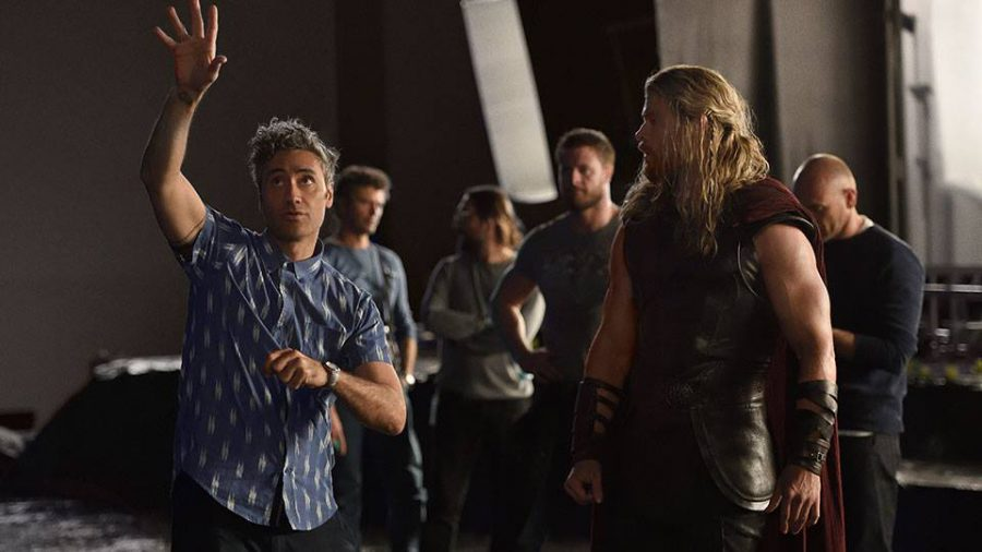Director+Taika+Waititi+and+Christopher+Hemsworth+as+Thor+on+set+of+the+film.+