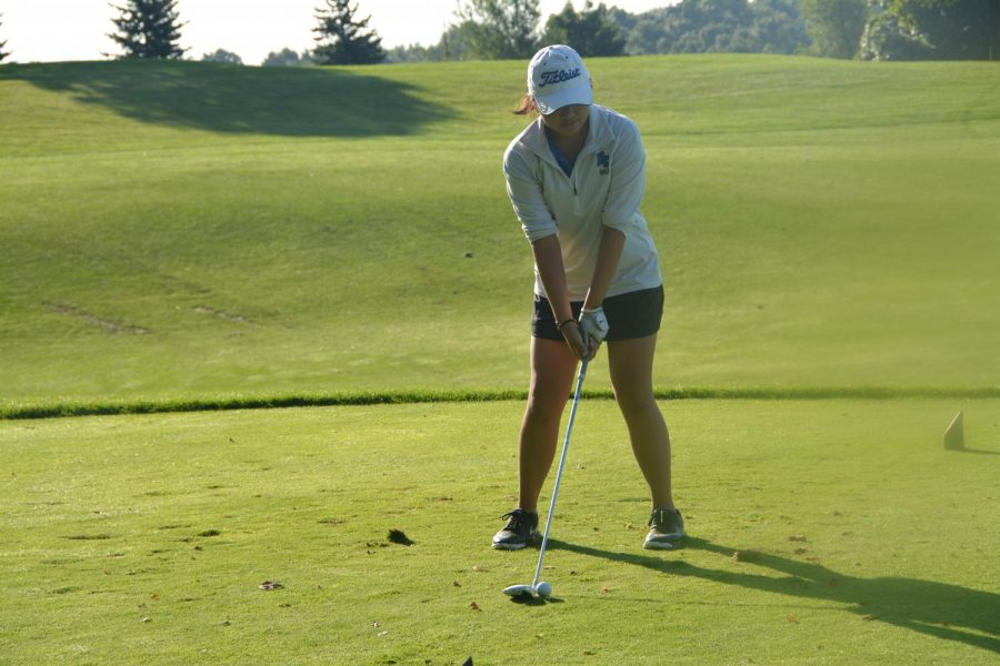 Team+captain%2C+Bonnie+Jin+%28%E2%80%9819%29+prepares+for+a+starting+drive+on+the+Ironwood+Golf+course+with+her+3-wood+during+the+Arrowhead+Scramble.