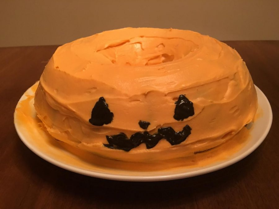 A cute and festive pumpkin spice cake for Halloween or fall in general!